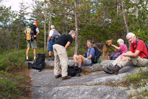The group on the eastern ledges (photo by Webmaster)