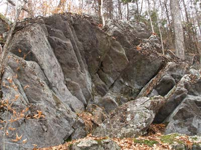 Accordion-style fan boulder along Cliff Walk (photo by Webmaster)