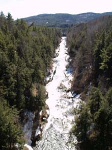 Quechee Gorge from Route 4, looking downstream (photo by Webmaster)