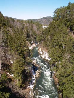 Quechee Gorge from Route 4, looking upstream (photo by Webmaster)