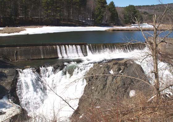 Dam and falls on Ottauquechee River (photo by Webmaster)