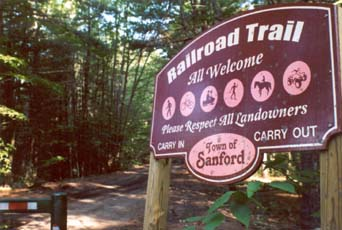Trailhead sign (photo by Phil Blampied)