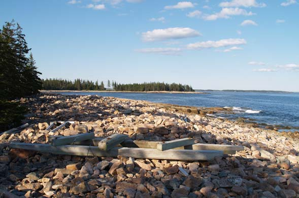 View of rocky beach with the Wonderland peninsula in the background (photo by Webmaster)