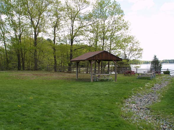 Picnic pavilion at the waterfront area (photo by Webmaster)