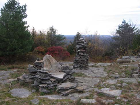 Rock chair and cairn (photo by Dennis Marchand)