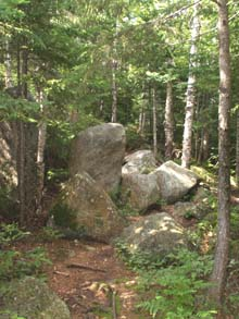 Boulders along Lend-A-Hand Trail (photo by Webmaster)