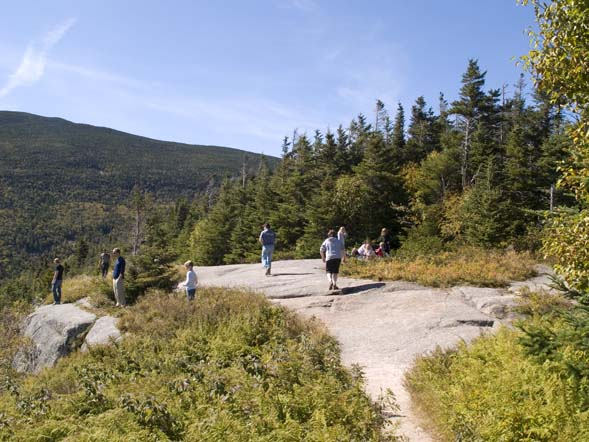 Ledges at the summit of Mount Willard (photo by Webmaster)